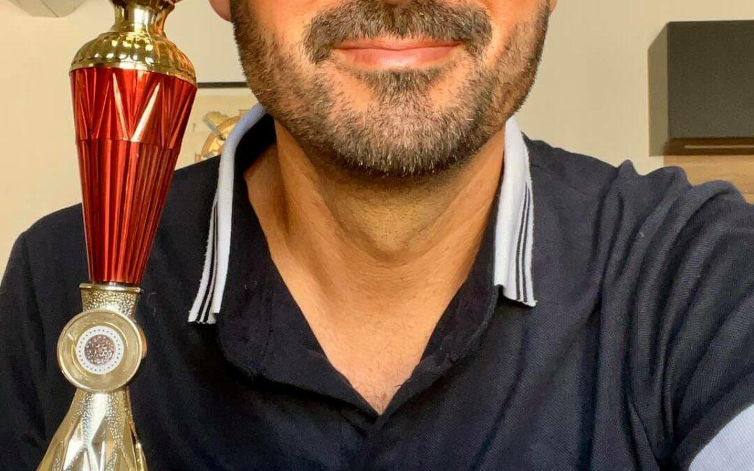 Trophée de l'éducation à la paix décerné par bonneheure.tv à Julien Peron remis à la fédération française des clubs UNESCO