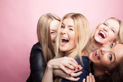 Rigologie : 9 bienfaits qui font notre bonheur