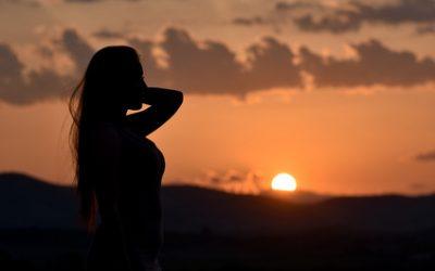 Il n'est pas nécessaire de vivre des instants de bonheur pour se dire heureux !